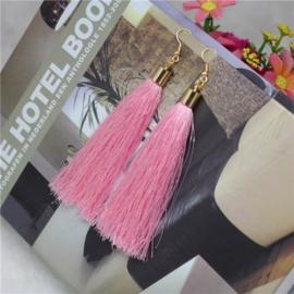 Oorbellen met klosjes roze 9 cm lengte