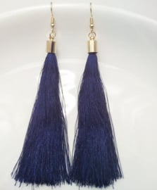 Oorbellen met klosjes kobaltblauw 9 cm lengte