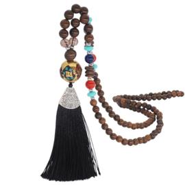 Boho ketting van houten en gekleurde kralen met amulet en zwarte kwast