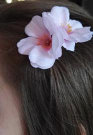 Haarspeld met lichtroze Japanse sierkers bloesem