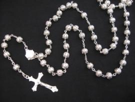 Rozenkrans opengewerkte zilveren kralen en stalen kruis