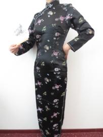 Fantastische lange zwarte Chinese jurk met mouwen pruimenbloesem motief