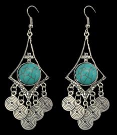 Prachtige grote oorbellen met turkoois steen en zilveren ornamenten