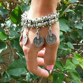 Mooie vintage Bohemian dubbele armband / enkelband met muntjes zilver