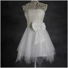 Feestelijk wit jurkje met glitters en tulen puntenrokje en grote strik XS/S