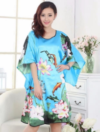 Mooie turquoise satijnen one-size jurk met koi karpers maat 44 - 50