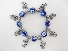 """Armband met blauwe """"boze oog"""" kralen en beschermengeltjes"""
