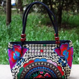 Supermooi geborduurd handtasje met rozerode vlinders