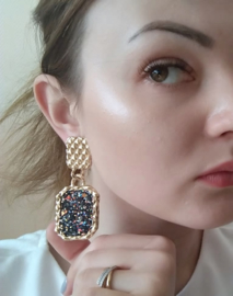 Chunky goud met zwarte statement oorbellen 7,5 cm