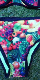 Superleuke black lined triangle bikini fruit maat 36 t/m 40