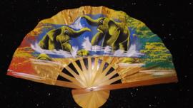 Prachtige gouden waaier met handgeschilderde Olifanten