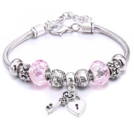 Mooi Pandorastyle armbandje met slotje en sleuteltje en roze kralen