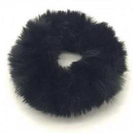 Zwarte fluffy scrunchie!