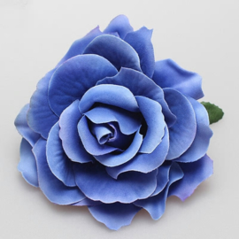 Prachtige  blauwe roos op haarclip/broche
