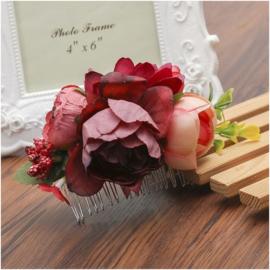 Prachtige romantische haarkam met bordeauxrode bloemen