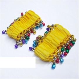 Setje polsbandjes geel met gekleurde rinkelende belletjes