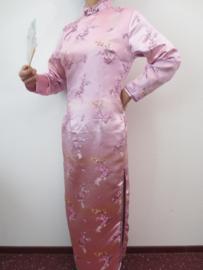 Fantastische lange roze Chinese jurk met mouwen pruimenbloesem motief