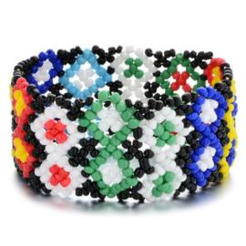 Leuke Bohemian elastische armband van kleine kraaltjes ruit