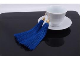 Mooie oorbellen met kobaltblauwe klosjes 12 cm lengte