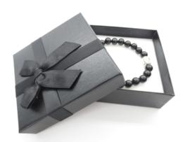 Prachtige armband van geslepen 8 mm zwarte Onyx kralen en Boeddha in geschenkdoosje