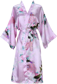 Prachtige dameskimono met pauwen roze