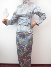 Fantastische lange zilveren Chinese jurk met mouwen draken en phoenix motief