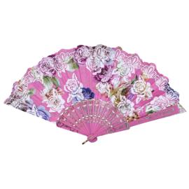 Prachtige handwaaier van stof met grote bloemen roze
