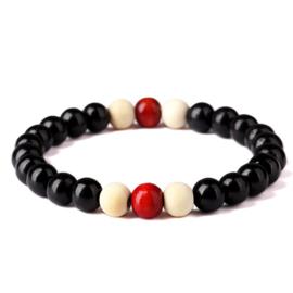 Mala gebedsarmband sandalhouten kralen zwart-wit-rood