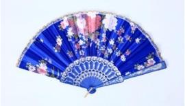 Mooie handwaaier van stof met bloemen kobalt