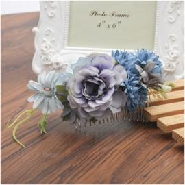 Prachtige romantische haarkam met  blauwpaarse bloemen