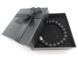 Prachtige armband van geslepen 8 mm Lavasteen kralen en Boeddha in geschenkdoosje