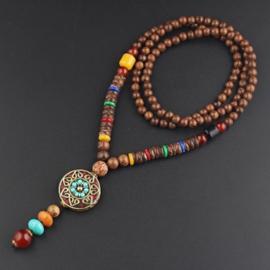 Nepalese geluksketting met rond amulet bloem