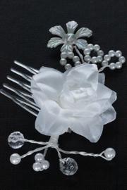Haarkam met witte roos en pareltjes 2