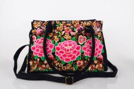 Schitterende ruime rijk geborduurde schoudertas met rozerode lotusbloemen