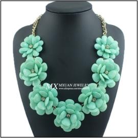 Werkelijk prachtige grote ketting met 7 turquoisegroene rozen