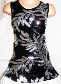 Feestelijk zwart glitterpailletten jurkje met sierlijke zilveren bladeren