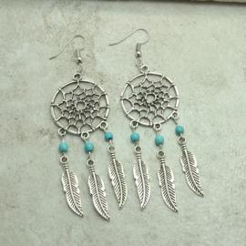 Oorbellen zilveren dromenvanger met veertjes en turquoise kralen