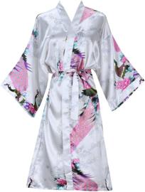 Prachtige dameskimono met pauwen wit