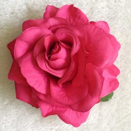 Prachtige fuchsia roos op haarclip/broche