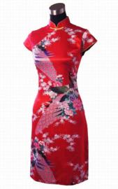 Bijzonder leuk Chinees pauwenjurkje met parelknoopjes rood