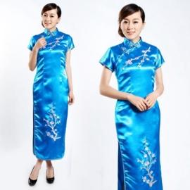 Schitterende lange Chinese jurk met geborduurde pruimenbloesem turquoise