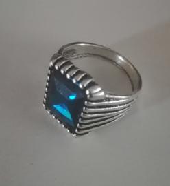 Nr. 15 Tibetaans zilveren ring met rechthoekige facetgeslepen blauwe glassteen maat 21