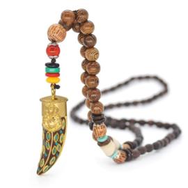 Nepalese geluksketting met haaientand amulet