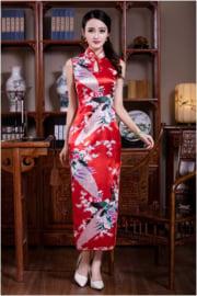 Elegante lange mouwloze Chinese pauwenjurk rood