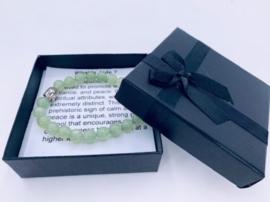 Prachtige armband van geslepen 8 mm Jade kralen en Boeddha in geschenkdoosje