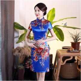 Bijzonder mooi Chinees jurkje kobalt met rode bloemenprint t/m maat 48!