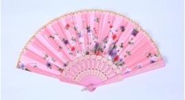Mooie handwaaier van stof met bloemen roze