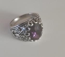 Nr. 7 Tibetaans zilveren ring met ovale facetgeslepen paarse glassteen maat 21