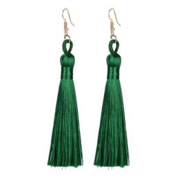 Leuke oorbellen met groene klosjes 9 cm lengte