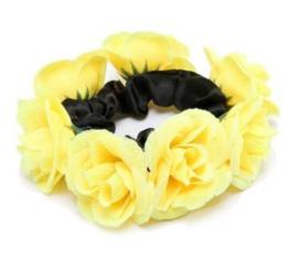 Scrunchie met roosjes geel